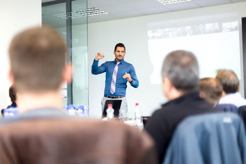 Comment se relier au public lors d'une prise de parole ?